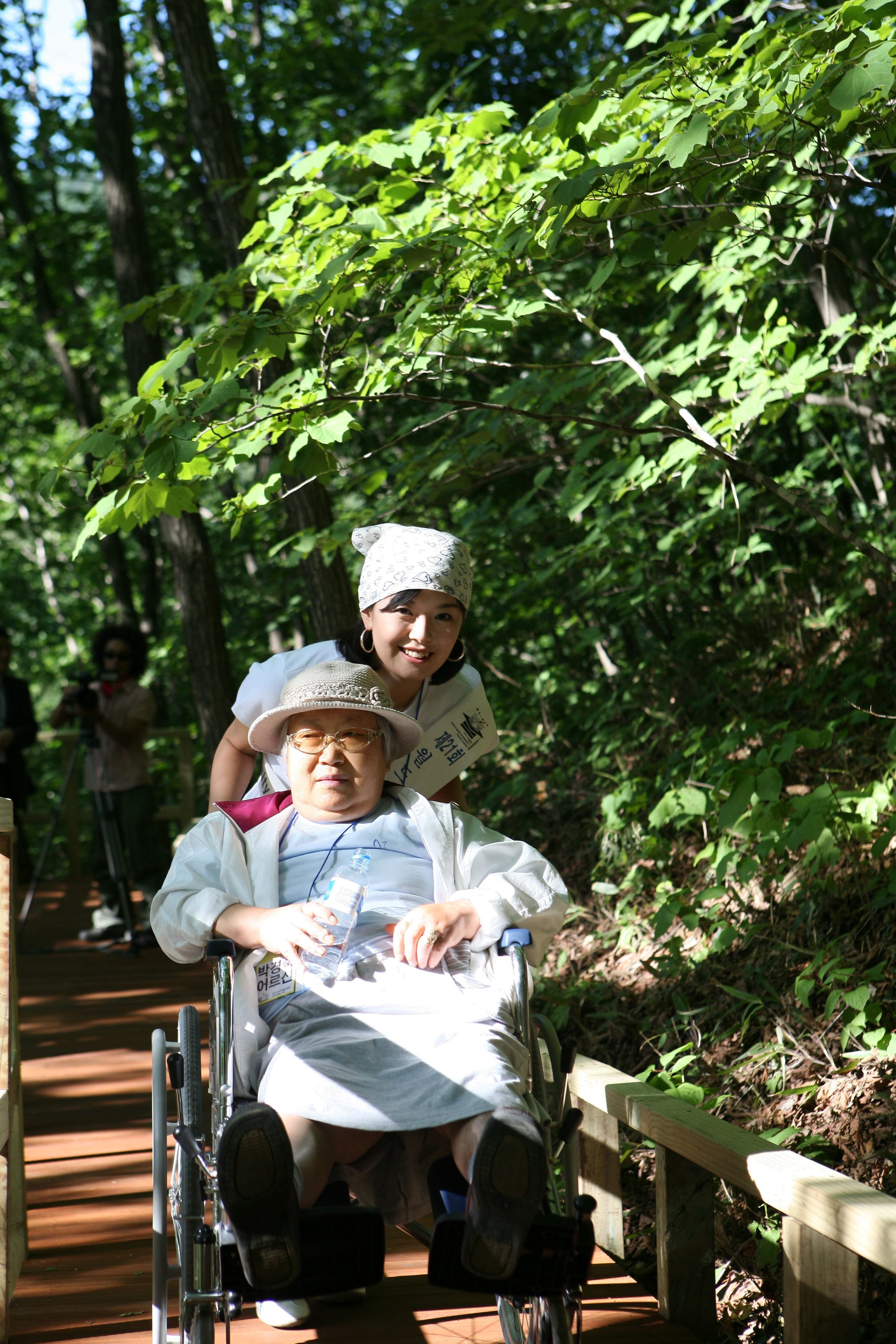 Volunteering with the elderly living alone in the forest